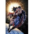 постер Вселенная DC Comics. Superman and Wonder Woman kiss